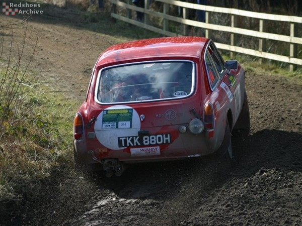 Robin Morgan / Louise Towers - MGC GT